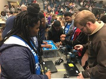 The School of Discovery Robotics Team in action!